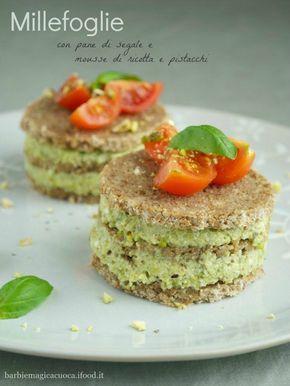 Millefoglie di pane di segale mousse fresca di ricotta e pistacchi - ricetta senza cottura - antipasto light e vegetariano
