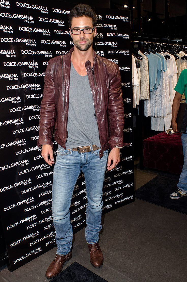 look: brown leather jacket grey tank + blue jeans + brown accessories | Fashions Night Out Mexico 2013 FNO - Matías Novoa