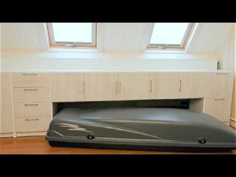 Meubelsysteem speciaal voor de zolder, waarmee de verloren ruimte onder een schuin dak optimaal benut wordt.