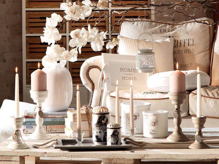 Toamna este romantica... #accesorii #decoratiuni #kikaromania #lumanari #vaza #flori #fotoliu #alb #toamna #romantic #vintage #living