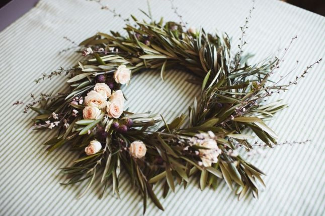 love the idea of olive branch wreaths like this for a table top, ceremony decor or even at the main entrance.: