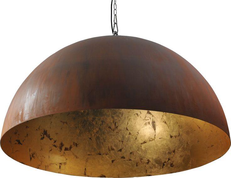 ZWAARTAFELEN I We hebben deze stoere lamp met gouden binnenkant in de showroom hangen! www.zwaartafelen.nl