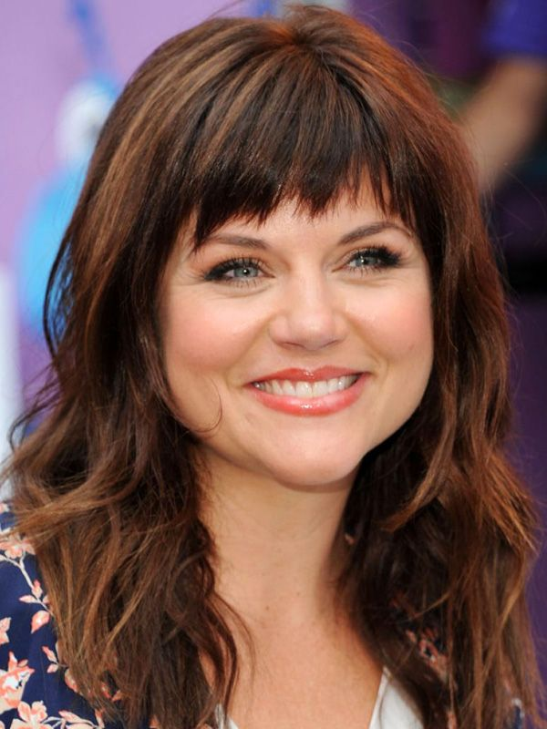 Tiffani Amber Thiessen short, textured bangs: http://beautyeditor.ca/2014/06/26/best-bangs-for-pear-shaped-face/