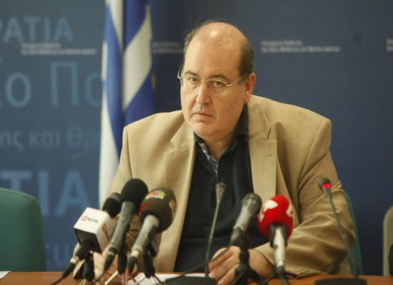 03-10-16 Συνέντευξη του Νίκου Φίλη στον ραδιοφωνικό σταθμό Αθήνα 9.84   Ο διάλογος είναι ανοικτός αλλά και η ευθύνη της πολιτείας για το μάθημα των θρησκευτικών δεδομένη δήλωσε -μεταξύ άλλων- οΥπουργός ΠαιδείαςΝίκος ΦίληςστονΑΘΗΝΑ 9.84τονΒασίλη Πάικο. Αναλυτικά η συνέντευξη: Ν Φίλης:Τα νέα θρησκευτικά και ο νέος τύπος διδασκαλίας τους ξεκινούν από φέτος με βάση τα προγράμματα που έχουν αποσταλεί στα σχολεία θα γίνουν τα ανάλογα επιμορφωτικά σεμινάρια για τους εκπαιδευτικούς τη χρονιά αυτή…