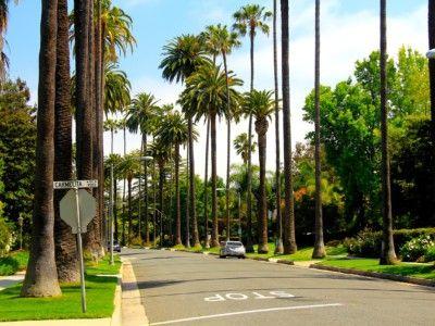 Пять выражений, которые нужно изучить перед поездкой в Лос-Анджелес   Лос-Анджелес – разнородный город не столько в отношении наполненности, сколько в том, что касается языка. Привычные слова и выражения в этом месте могут иметь разные значения. Прежде чем отправиться в такое место, стоит изучить основные выражения, чтобы избежать неправильного толкование слов и введения в заблуждение. Выражения в Лос-Анджелесе несколько необычны.  Ниже можно прочитать некоторые основные выражения, которые…