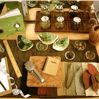 Herb station. For more inspiring classrooms visit: http://pinterest.com/kinderooacademy/provocations-inspiring-classrooms/ ≈ ≈