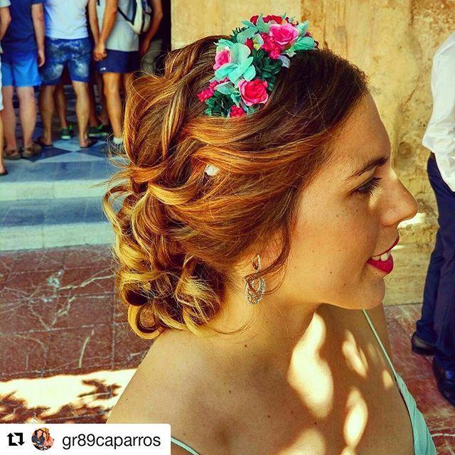 Inauguramos el mejor lunes de la semana con Gloria y una de nuestras coronas, a juego con su traje en verde agua. Espero que os guste, yo la veo ideal! ❤❤ Gracias por la foto, bonitaaa y #felizsemana a todas!  #Repost @gr89caparros with @repostapp ・・・ De boda #marbella #wedding #boda #invitadasboda #bodas #weddingtime #turbantes #look #ootd #lookinvitada #dorado #smile #invitadasboda #invitadas #invitadasconestilo #invitadasfelices #invitadasperfectas #deboda #tocados #temporadabodas…