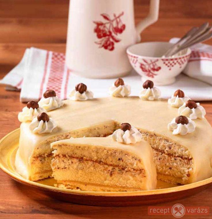 Karácsonyi marcipános-mogyorós torta