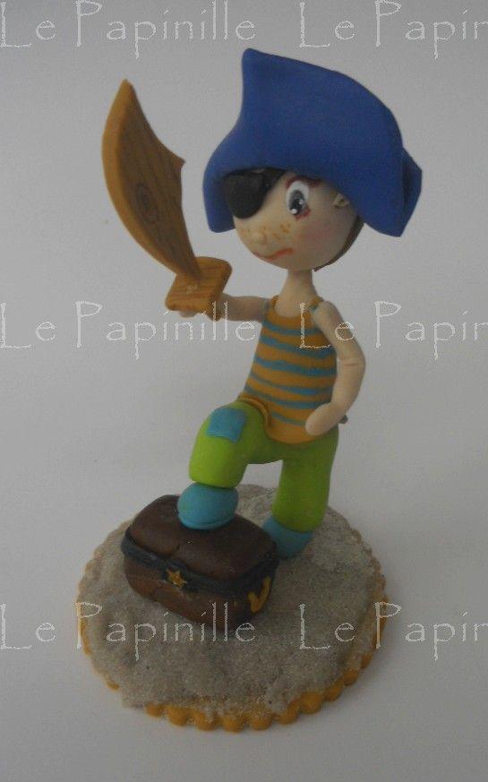 Cake topper, figurine petit pirate de 5 ans Réalisation sur commande tous thèmes (naissance, baptême, anniversaires, mariages...) http://www.alittlemarket.com/decoration-pour-enfants/petit_pirate_cake_topper_anniversaire_enfant_porcelaine_froide_a_partir_de_30_e_reserve-7298709.html