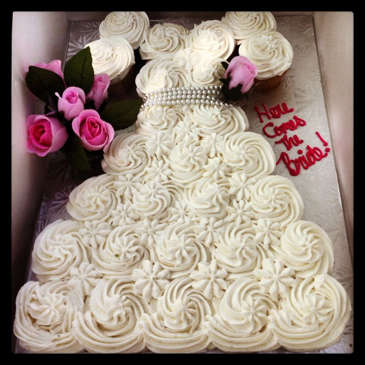 Cake Designs Made Out Of Cupcakes : 1000+ images about Bridal Shower on Pinterest