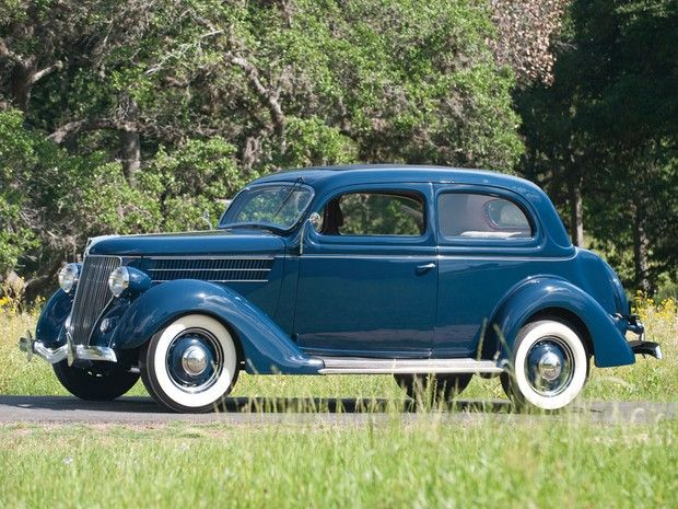 1936 Ford DeLuxe Trunk-Back Tudor Sedan