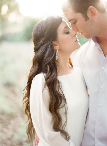 whimsical-ranch-engagement-half-up-half-down-wedding-hair-curls