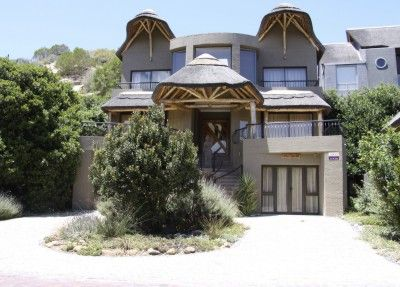 IMPOSING THATCHED HOME IN AN IDYLLIC SETTING. OFFERING AN ENCHANTING INTERIOR WITH OPEN WOODEN BEAMS AND EYE CATCHING SANDSTONE FEATURES THAT CREATE AN AMBIENCE OF SPACE AND AIRINESS. BREATHTAKING VIEWS AND PRIVATE BEACH ACCESS.