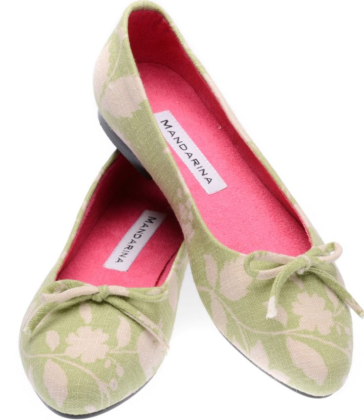 NEW 2015 SPRING SEASON The fashion world is still mad about pumps and you won't find prettier ones than these. This zingy flower print linen by Inchyra (woven in Scotland and printed in England) makes up beautifully in our classic ballerina style. Wear them with your favourite pair of jeans or dress them up with a summer frock for sheer elegance and understated style. Mandarina pumps are made to last with a solid heel and hard-wearing sole. True to size / average...
