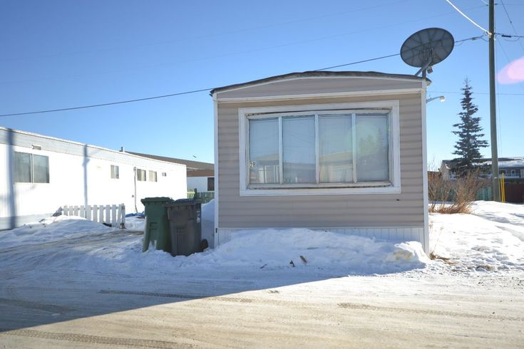 WHITEHORSE REAL ESTATE | HOUSE FOR SALE | 29-37 SYCAMORE STREET MLS 8783 | 1973 mobile home in Baranov Park 2 bedrooms, 1 bathroom – very bright and open living/dining room. 4 pc. bathroom, appliances include a fridge, stove, washer & dryer. Well-maintained home ideal for first-time buyer. Upgrades include some custom woodwork, flooring, the hot water tank, furnace, appliances windows and more. There is plenty of room for parking. Monthly pad rent: $375.