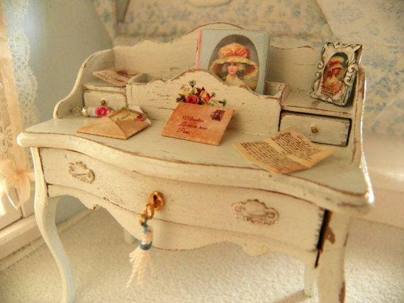 miniature shabby chic dollhouse   writing by Mondinadollhouse