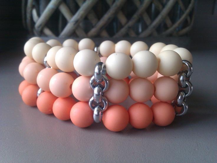 Armbanden set pastel/oranje Verkrijgbaar in de salon van pedicure praktijk leersum