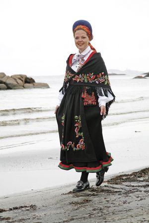 Magasinet Bunad : Kvinnebunad fra Vest-Agder