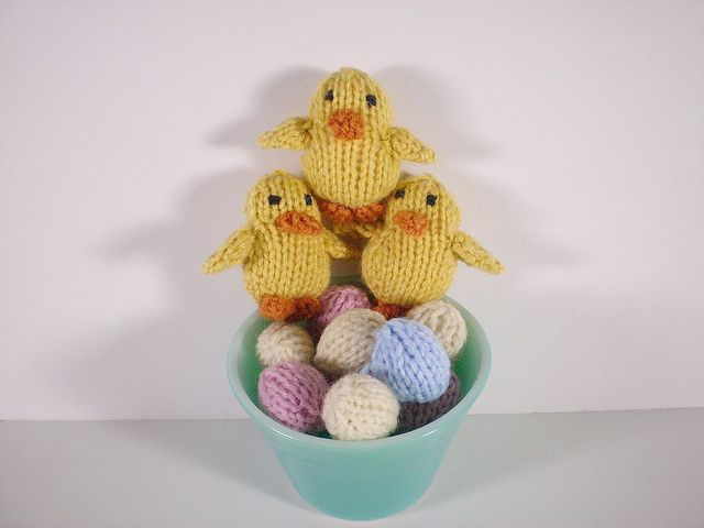 Chicks and Eggs #Free #PatternEaster Knits, Eggs Free, Free Pattern, Egg Free, Easter Crafts, Knits Toys, Frankie Brown, Eggs 04, Baby Chicks