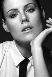 Kathleen Robertson aka Kitty O'Neill (Boss)