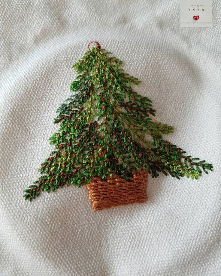 Christmas embroidery.  Nor was literally no decorations seemed to feel the scent of dark wood dulkka neat and good as it is, Girard wanted the first idea of ​​making this cotton swabs tree ... I got weighed five.  The landscape was like to sit in warm huddle together to sleep dressed like a movie Here is a snapshot.  It is amazing and fun.  I can put this very funny ^^ 12/19/2016.  # Yu workmanship # French embroidery # Embroidery # Western Embroidery # Embroidery Class # stereoscopic…