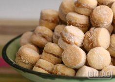 CASADINHOS DE DOCE DE LEITE 13 colheres (sopa) de manteiga sem sal em temperatura ambiente (260g) 1 ovo batido (cerca de 60g) ½ xícara (chá) de União Refinado (80g) 2 e ½ xícaras (chá) de amido de milho (250g) 1 colher (sobremesa) de açúcar de baunilha (5g) 200 gramas de farinha de trigo