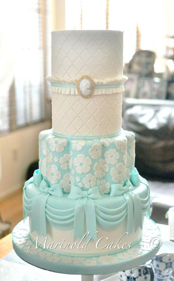 cameo wedding cakes 390 best ideas about cameo cakes on lace cakes 12331