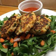 The Body Coach:salmon fish cakes with fresh salad & sweet chilli sauce! #teamlean2014