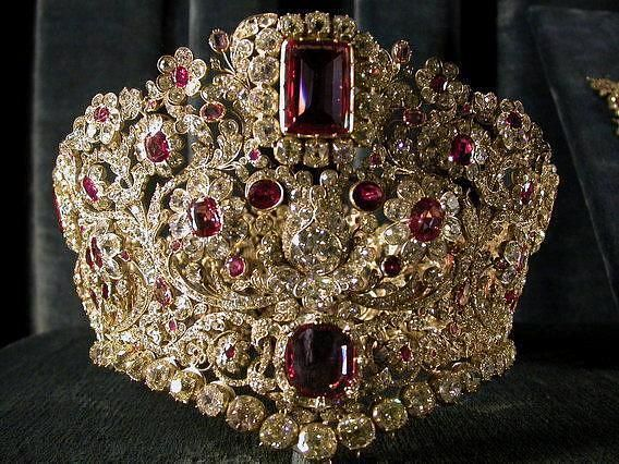 it's Queen Therese's ruby and spinel diadem, a gift from her husband King Ludwig I.
