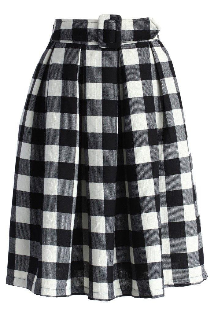 Falda de tablas, tela de cuadros y cinturón