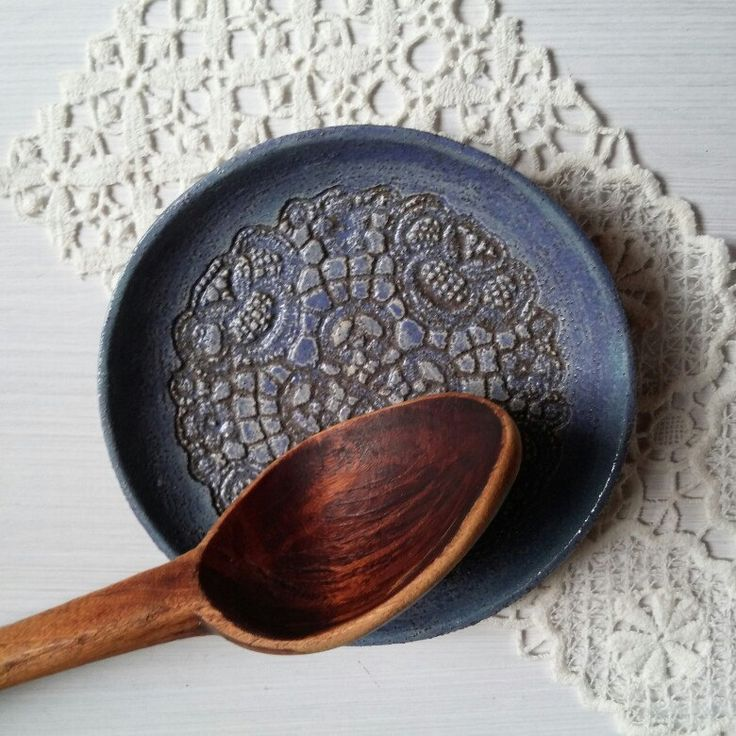 Rustic spoon rest plate with lace pattern