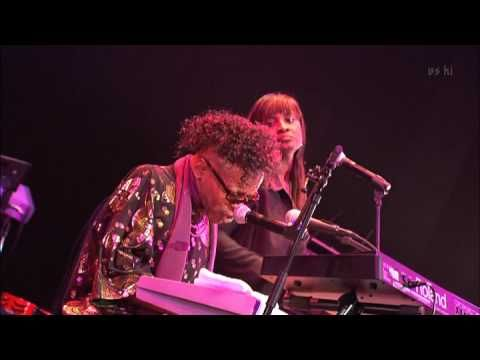 Sly Stone   Sing a simple song Tokyo 2008 (classic song released 1969)