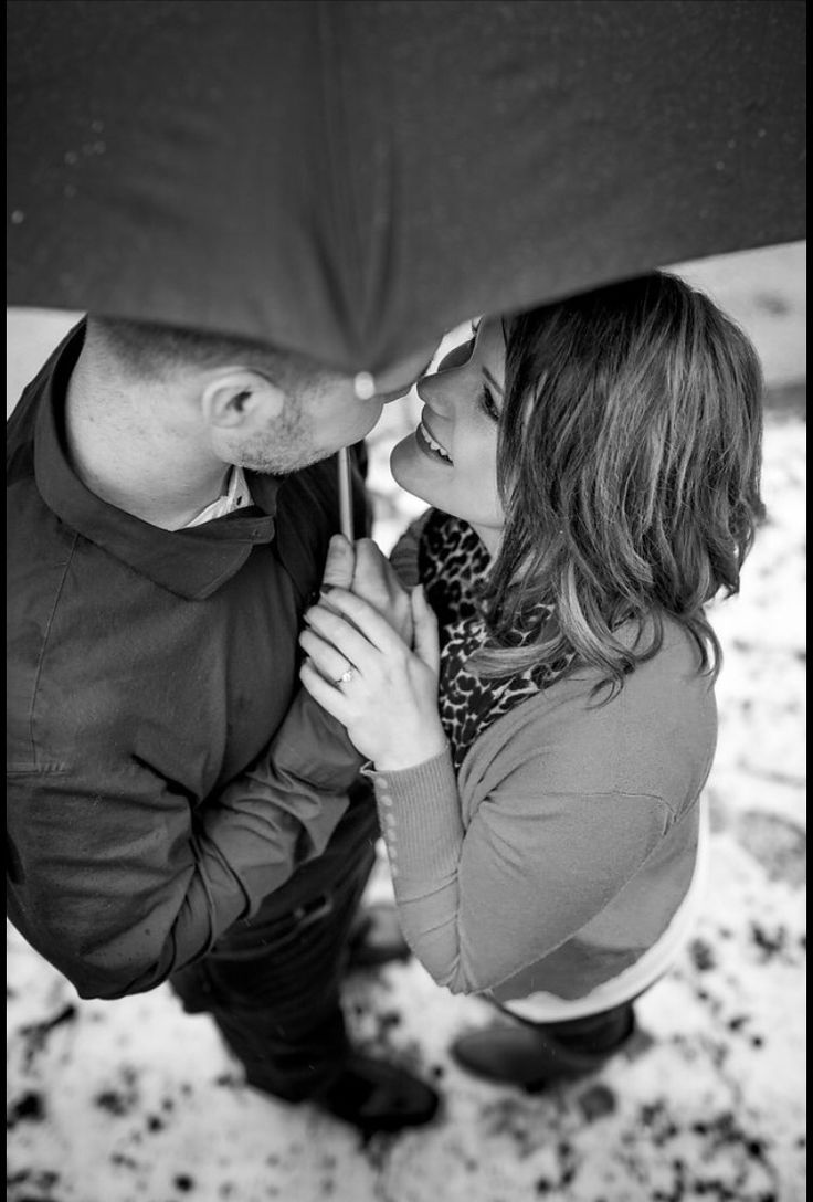 Rainy engagement photo ❤️
