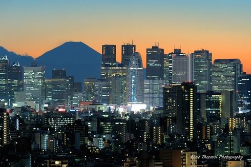【東京夜景】新宿高層ビル群と富士山