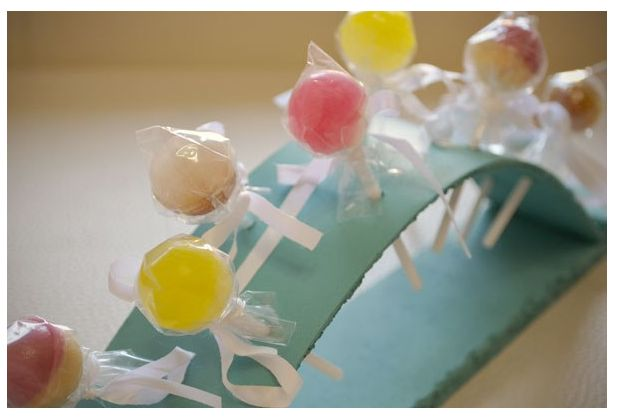 Children's lollipop holder - a great idea for parties! Sprayed with Pinty Plus turquoise chalk paint
