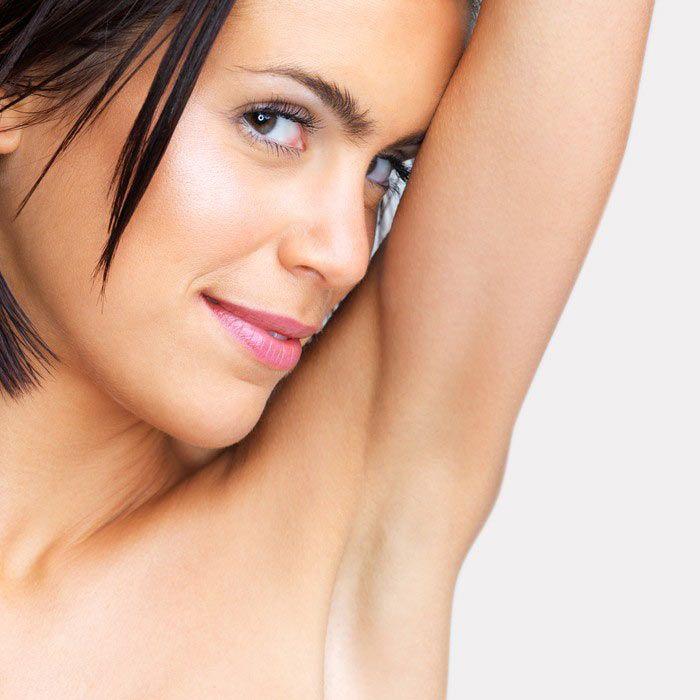 Como já é do conhecimento de muita gente, existem vários factores que podem ser responsáveis pelo escurecimento das axilas, exemplo: as alterações hormonai