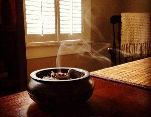 Cómo eliminar la energía negativa de la casa con simples rituales de limpieza
