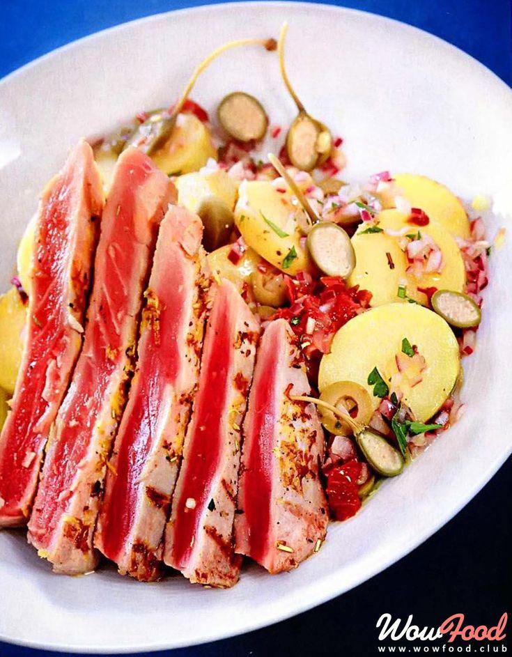 Тунец на гриле с картофельным салатом по-сицилийски