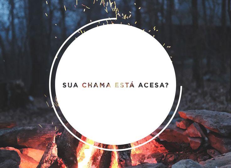 """""""Não apaguem o Espírito"""". (1 Tessalonicenses 5.19) Sabe quando a chama de uma fogueira está chegando ao fim e é preciso fazer alguma coisa para que o fogo não se apague totalmente, pelo contrário, aumente? Às vezes,nossa vida ficacomo essa fogueira, e a chamarepresenta o Espírito Santo. """"Mas é possível Ele ser apagado dentro de …"""