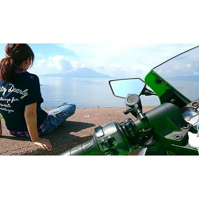"【sorairo_5610】さんのInstagramをピンしています。 《… あ""ー(´д`)ー  日焼け止め塗るの  忘れたーーー  あぢーょー。 . . . .  #鹿児島#桜島#海#堤防#浜辺#空#青空#曇#晴れ#バイク#バイク女子#バイクのある風景#カワサキ#ニンジャ#母さん#また焼ける#kagoshima#sakurajima#sea#seaside#sky#bluesky#sunny#cloud#motorbike#motorcycle#kawasaki#ninja#ninja250》"
