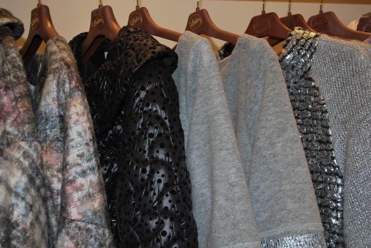 Ciepłe tkaniny na płaszcze i sukienki