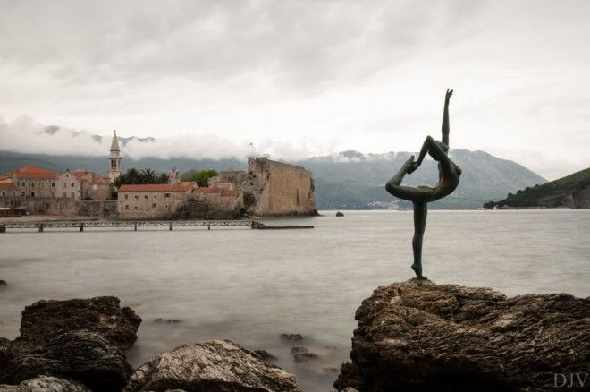 Dancing girl statue, Mogren beach, Budva, Montenegro | 1,000,000 Places