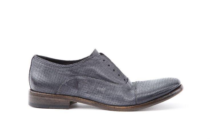 Calzatura no lace uomo in pellame Tuffato blue. Man no lace shoe in Tuffato leather blue color.