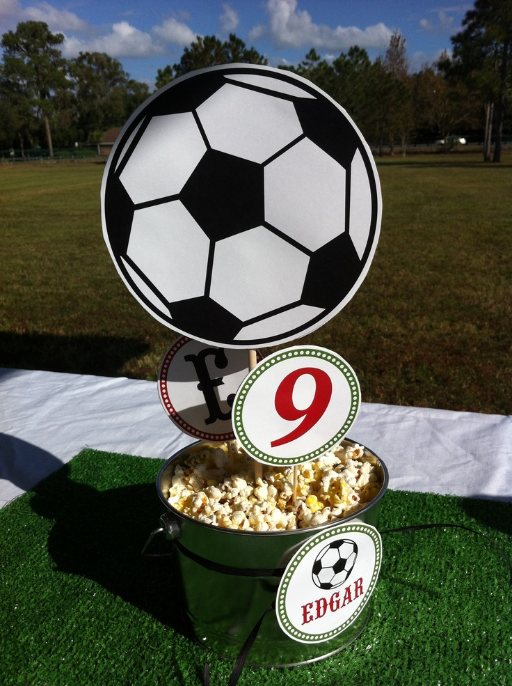 Soccer Birthday Party Table decor | HIGH SCHOOL/SPORTS ...