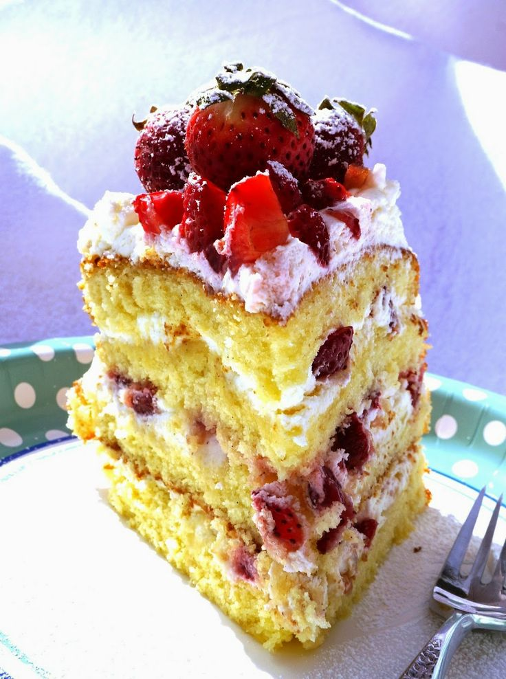 Strawberry & Cream Vanilla Sponge Cake