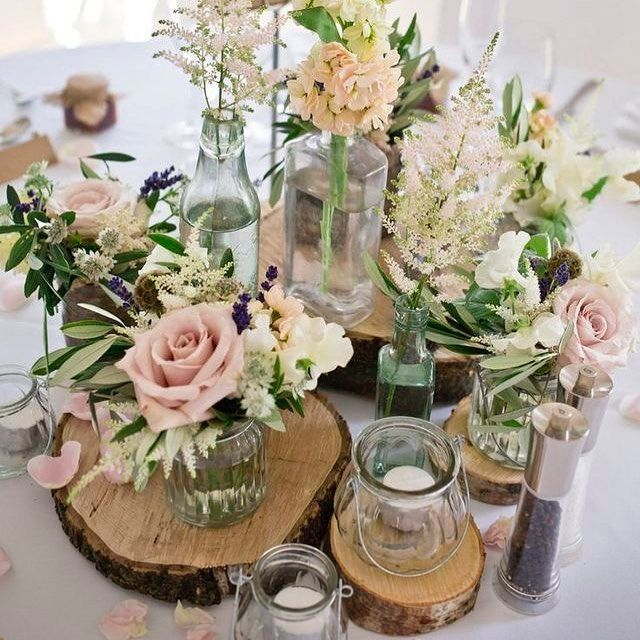 "Gefällt 26 Mal, 1 Kommentare - Callista Bridal (@callistabridal) auf Instagram: ""Simple flowers sometimes make the biggest statement! We love this use of vases and jars to house a…"""