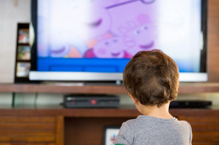 Tra tutte le attività, quella di guardare la televisione è certamente la meno stimolante per il nostro cervello. Il televisore infatti permette soltanto un ascolto passivo, privo d'interazione e scarsamente stimolante. Se si eccedono le tre ore al giorno, la televisione può nuocere alla nostra capacità immaginativa ed alla nostra capacità di comprensione ed immaginazione. Non era tutto più bello quando da bambini passavamo il pomeriggio correndo  tra i prati e giocand