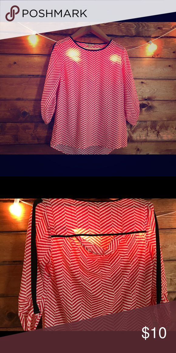 Gibson Latimer Flowing Blouse Red and white flowing blouse! Cinched sleeves and a fun opening in the back!! Gibson Latimer Tops Blouses