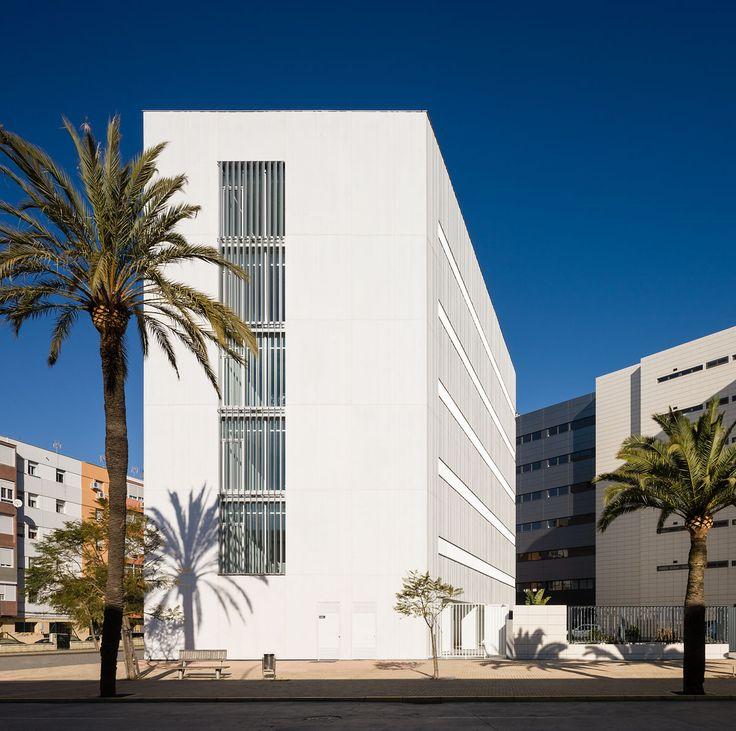 Edificio del Servicio Público de Empleo Estatal en Huelva.