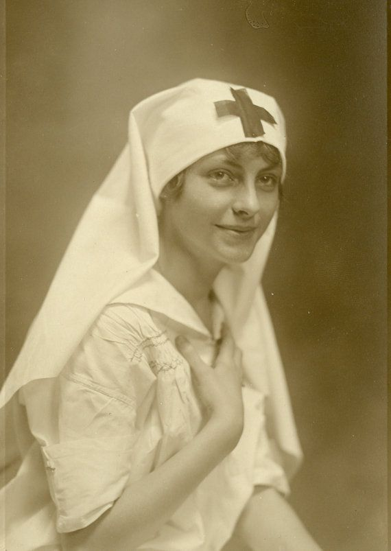 Beautiful WWI Nurse - Antique Photo let us not forget the sacrifices of those before us!